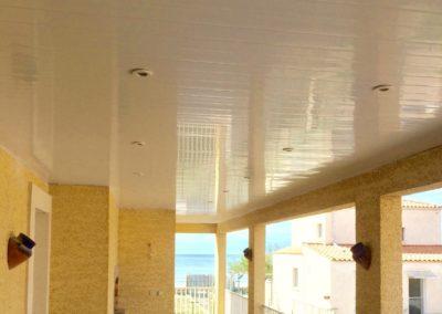 Débord de toit, lambris PCV