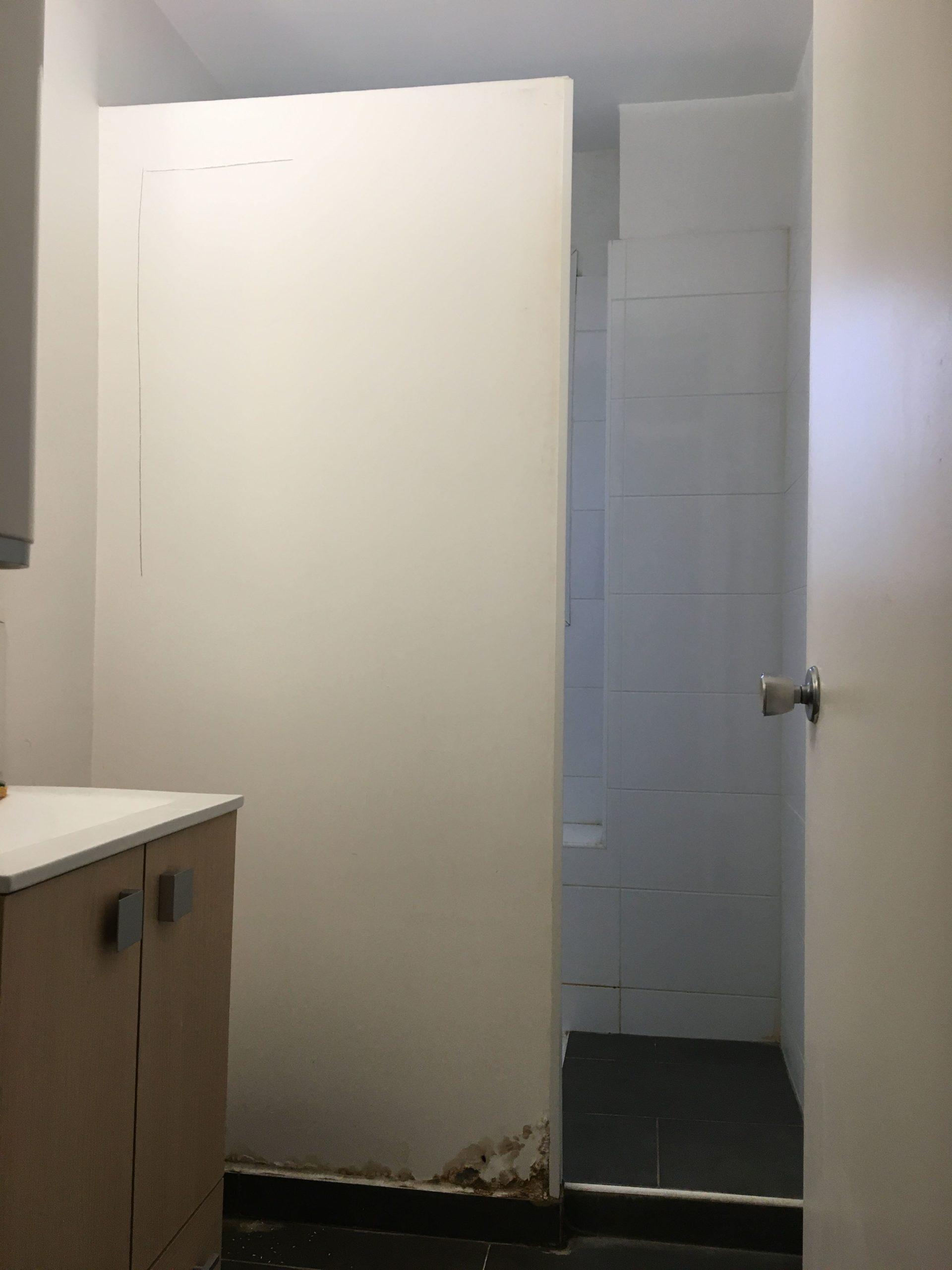 Infiltration d'eau dans la douche.